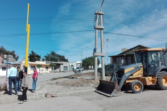 Inician trabajos para la instalación de nuevo semáforo