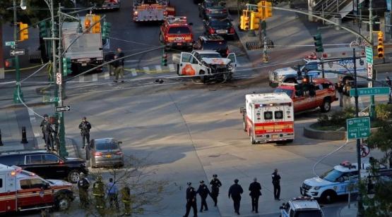 Un terrorista atropelló a decenas de personas en Nueva York: al menos 8 muertos