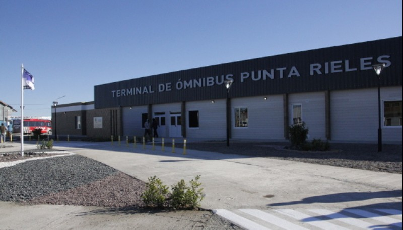 El atraco tuvo lugar en el estacionamiento de la terminal Punta Rieles.