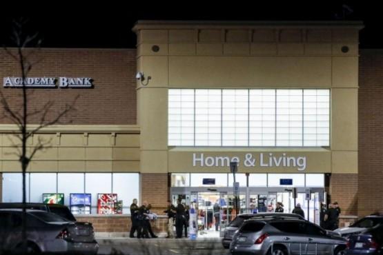 Tres muertos en tiroteo en supermercado