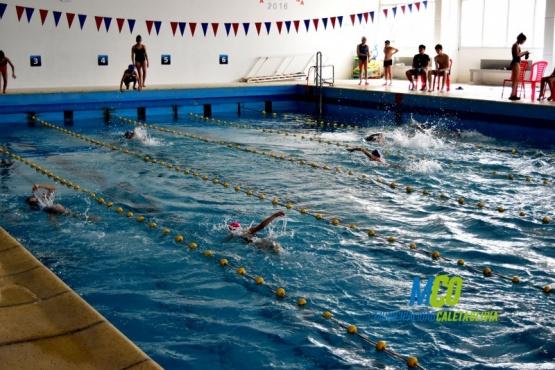 Niños y jóvenes disfrutaron del natatorio municipal