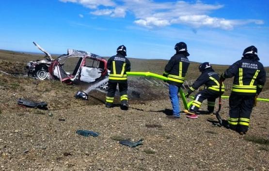 Conductor argentino en grave estado tras volcar e incendiarse el auto