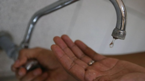 Vecinos enojados por reiterados cortes de agua