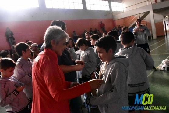 El handball reunió a jóvenes y niños de la región