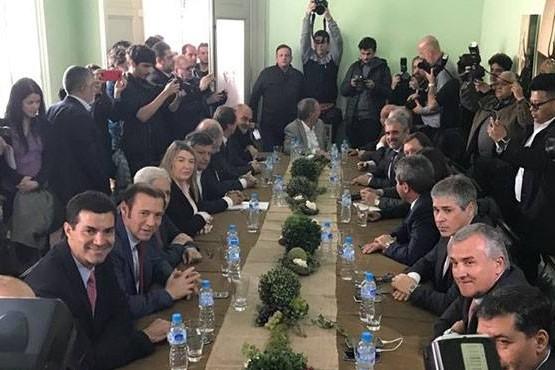 Expectativa moderada y cuarto intermedio tras reunión de gobernadores y la Nación