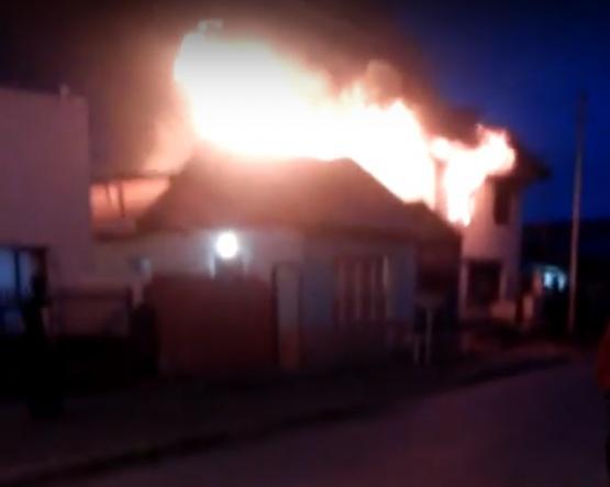 Así fue el momento del incendio sobre una vivienda