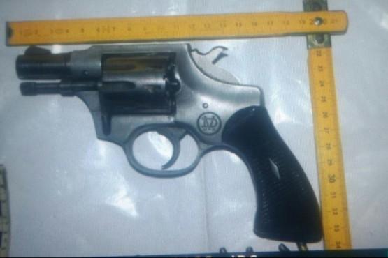Tres sujetos detenidos por portar un arma de fuego y una blanca