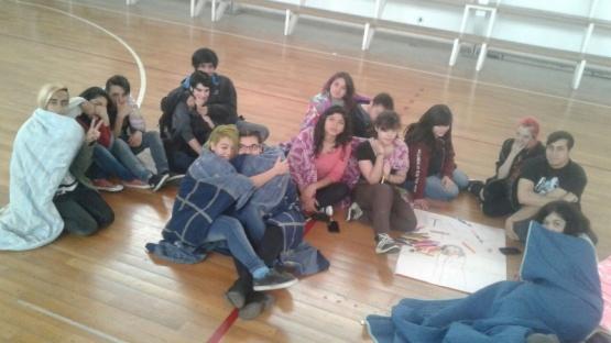 Alumnos realizaron sentada reclamando calefacción