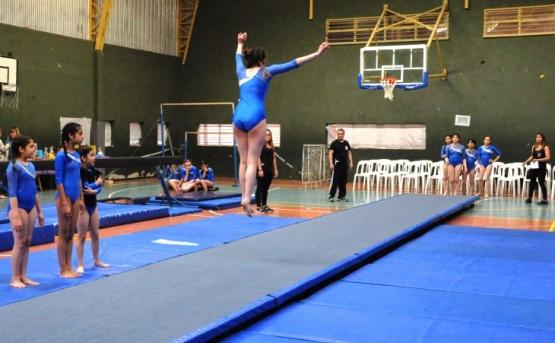 130 niñas participaron de la muestra anual de Gimnasia Artística