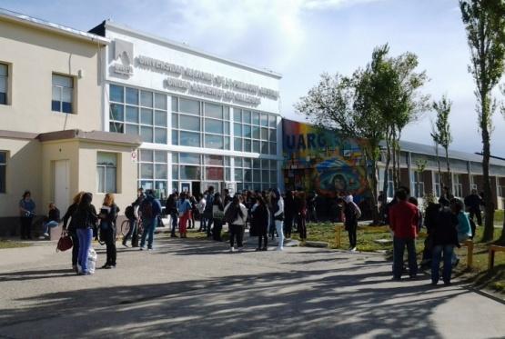 Siguen las conferencias por el centenario de la reforma universitaria