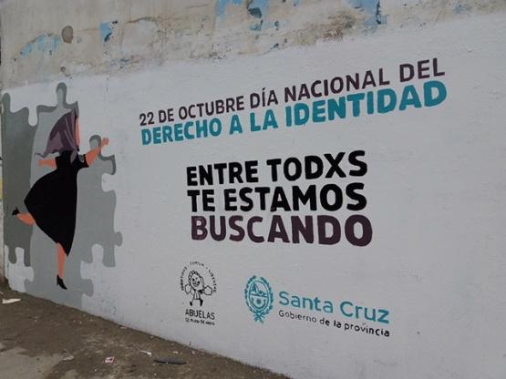 """Pintaron mural por la campaña """"pueblada por la identidad"""""""