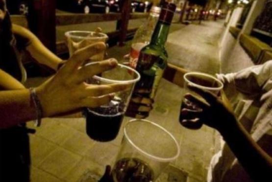 La prohibición de tomar alcohol en la calle se trataría en 2018
