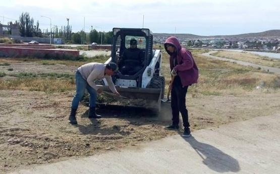"""Alumnos y docentes restauraron el sector """"Muros que Hablan"""""""
