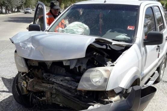 Violenta colisión de vehículos en Caleta Olivia