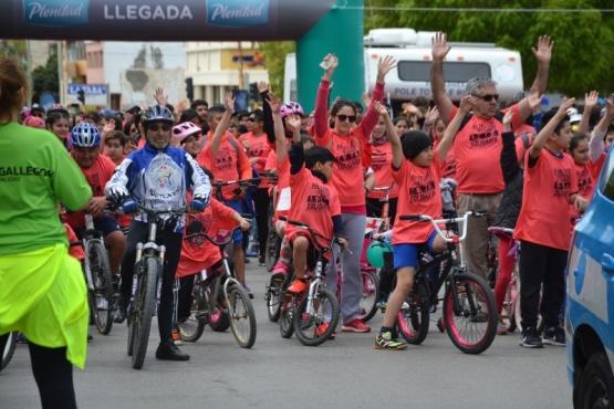 Cientos de personas participaron en la 11° bicicleteada y caminata solidaria