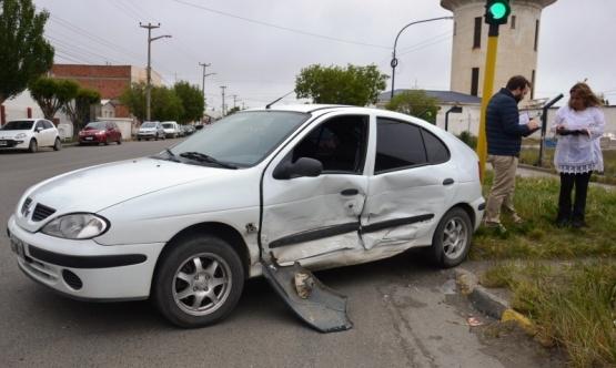 Una mujer fue hospitalizada tras fuerte choque