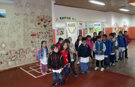 Alumnos de Piedra Buena resaltan identidad en proyectos artísticos