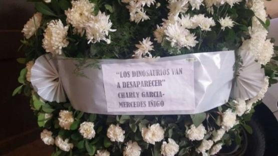 Charly García envió una corona de flores al velorio de Maldonado