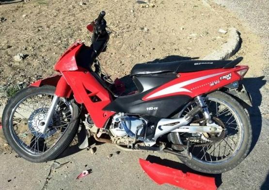 Motociclista hospitalizado tras chocar contra una trafic