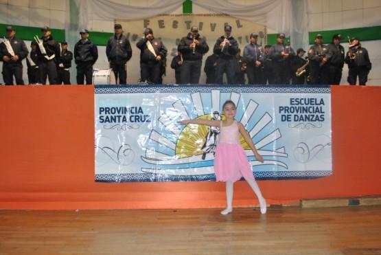 La Escuela Provincial de Danzas mostró más de 50 cuadros y 500 alumnos sobre el escenario