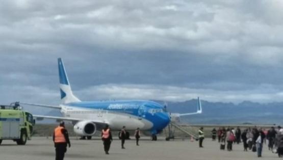 El avión aterrizó a las 13.50.