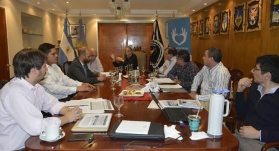 Gobernadora e Intendentes estudiaron modificación en estructura impositiva