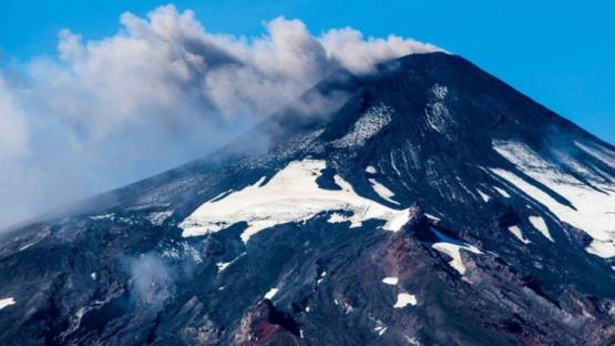 El volcán Villarrica, cercano a San Martín de los Andes, en alerta amarilla
