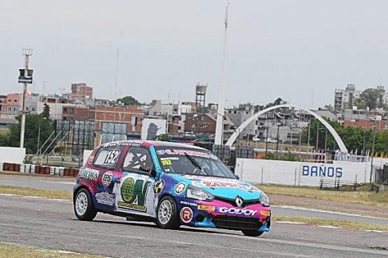 El Clio de juvenil santacruceño casi se mete en el podio de su serie.