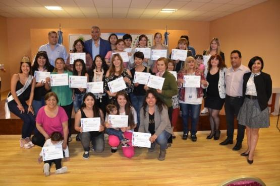 Entrega de Certificados en Aulas Talleres Móviles en Cañadón Seco