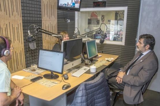 Cortés durante la entrevista en los estudios de Tiempo FM.