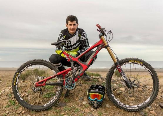 El caletense, en lo más alto del ciclismo.