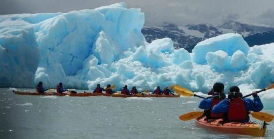 Autorizan excursiones en kayaks frente al glaciar
