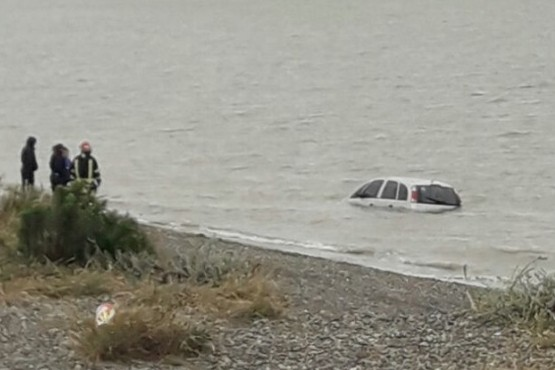 Un coche terminó en la ría