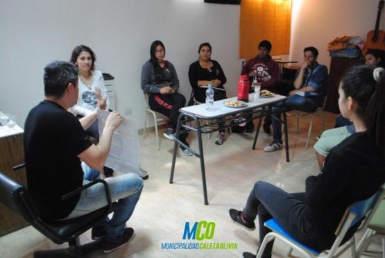 La charla se llevó a cabo en el centro Integrador Juvenil.