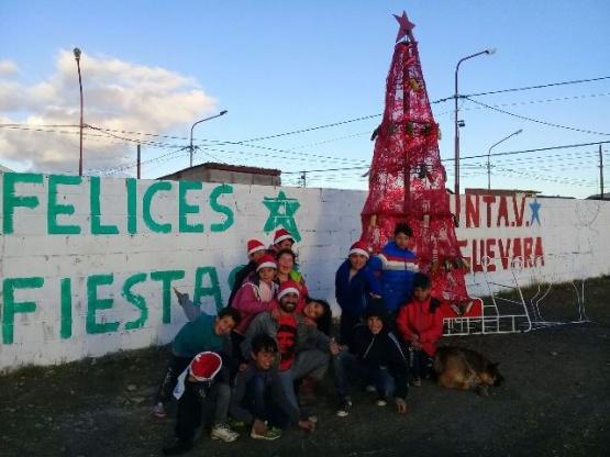 La Junta Vecinal Che Guevara prendió su arbolito navideño