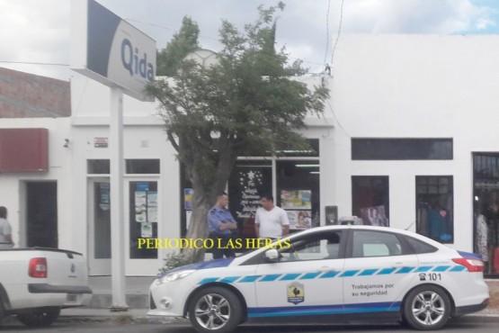 Un hombre disfrazado y armado ingresó a un local para robar $ 40.000