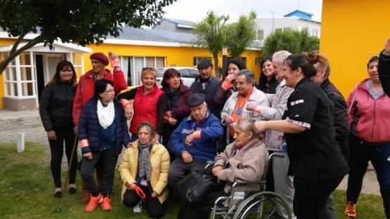 Los adultos mayores de los centros de día cerraron el año al aire libre