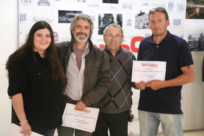 El Ing. Kalmus junto a los ganadores. (C.G)