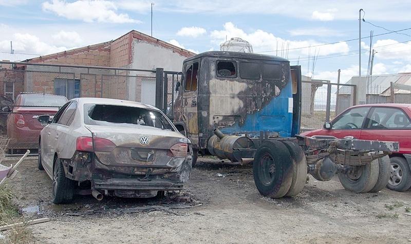 Los rodados terminaron totalmente incinerados. (Foto: CR.)