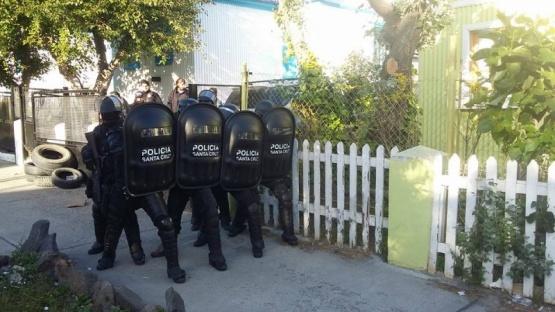 Choque entre manifestantes y la policía