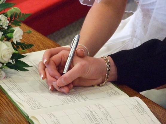 En diciembre de este año se celebraron setenta matrimonios.