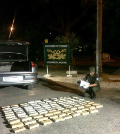 Detuvieron a un pareja con 54 kilos de marihuana ocultos