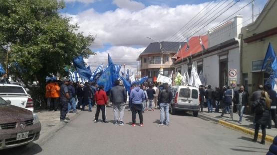 Trabajadores petroleros se movilizan en defensa de la fuente laboral