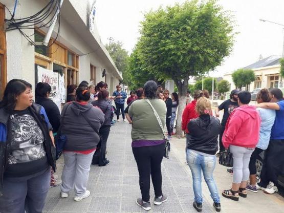 Municipio de Deseado fue ocupado por empleados y no dejarán ingresar al Intendente