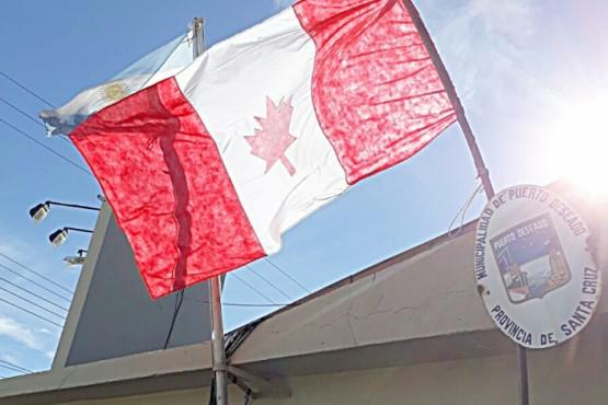 Municipios sin fondos: un intendente de vacaciones, acampe y una bandera de Canadá