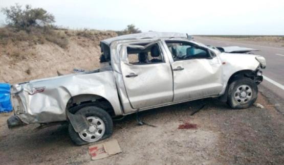 Conductor grave tras vuelco de camioneta en Sierra Grande