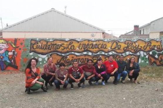 Inauguraron mural contra el maltrato infantil en el barrio 499