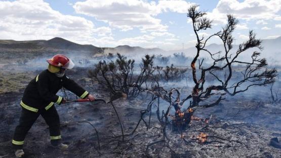 Incendio puso en peligro instalaciones petroleras