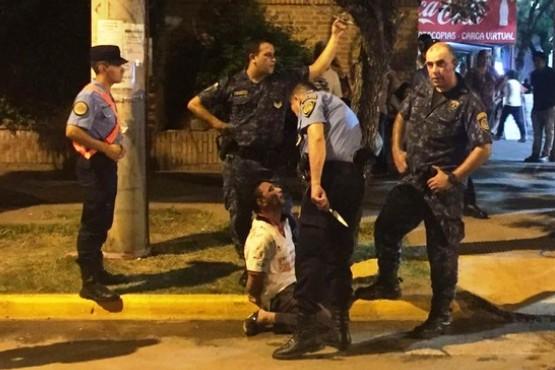 Un espectador atacó con un cuchillo a un policía en pleno Festival de Jesús María