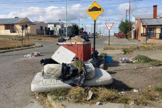 La imagen que se repite: contenedores rebalsando de basura